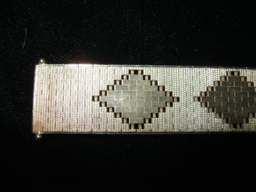 "Beautiful vintage heavy solid Art Deco inspired 14KT gold mesh link Italian bracelet weighing 29.90 dut.  Measures 6 1/2"". Just appraised 2/11 for $3,400.00 replacement. Our price $2,600.00."